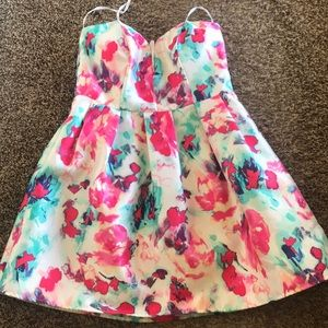 B. Darlin Abstract Floral Dress